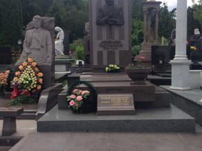 Надгробие №51