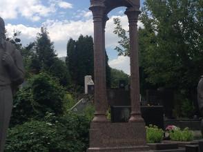 Надгробие №52