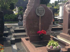 Надгробие №53