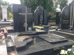 Надгробие №54
