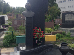Надгробие №58