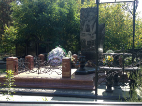 Надгробие №6
