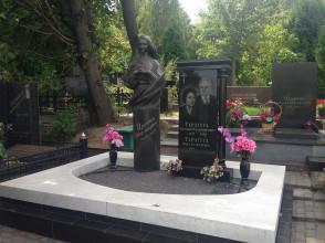 Надгробие №60