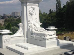 Надгробие №61