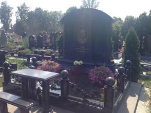 Надгробие №69