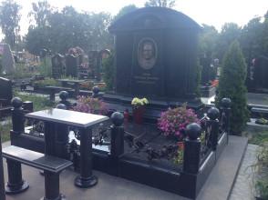 Надгробие №72