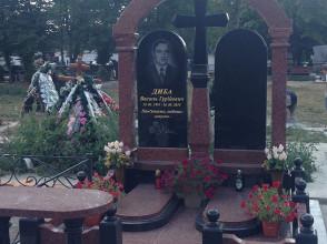 Надгробие №77