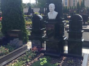Надгробие №83