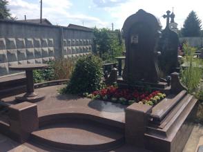 Надгробие №84