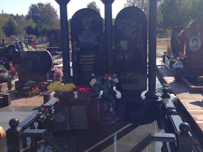 Надгробие №9