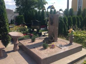 Надгробие №90