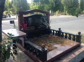 Надгробие №93