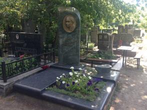 Надгробие №95