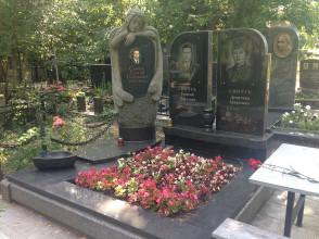 Надгробие №96