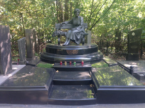 Надгробие №99